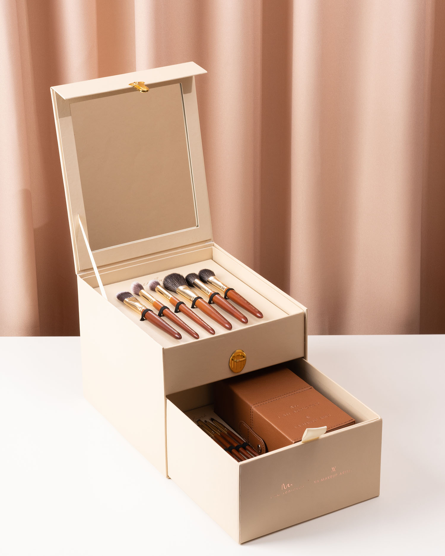VA Artistry Exclusive Box + Brush Set